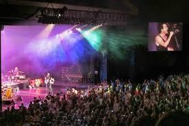 greek theatre los angeles concert goer
