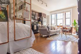 House Tour: A Cute 400-Square-Foot Chicago Studio | Apartment Therapy