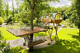 Baumraum's World of Living Tree House Sits on Spider's Legs