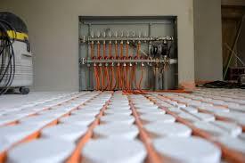 System mit formplatten und heizrohren. Trockenestrich Fussbodenheizung Aufbau Kosten