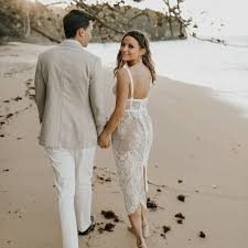 Incredible dresses ideas for sunny days Wedding 84 Beach Wedding Dresses Perfect For Seaside Ceremony Brides 84 Beach Wedding Dresses Perfect For Seaside Ceremony Brides