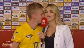 Providing cover for the injured benjamin mendy and fabian delph, the ukrainian international grew into his new role and turned in a number of. Nach 5 0 Sieg City Star Zinchenko Kusst Reporterin Sky Sport Austria