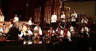 Kata ansambel sendiri berasal dari bahasa prancis yang mempunyai arti rombongan musik. Pengertian Dan Jenis Musik Ansambel Lengkap Dengan Contoh Belajar Musik