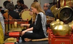 Di limbangan dan cililin karinding dibuat dari bamboo, dan yang menggunakannya adalah para perempuan, dilihat dari bentuknya seperti tusuk agar mudah ditusukan di sanggul rambut. Pengertian Dan Jenis Alat Musik Tradisional Matsan Saga