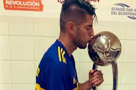 Carlos Zambrano celebró el título número 70 en la historia de Boca Juniors