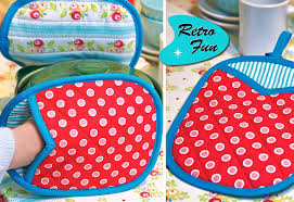 Retro-Style Bound & Quilted Oven Mitts | Sew4Home & Click to Enlarge Adamdwight.com