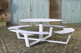 Beautiful Table De Jardin Avec Bancs En Bois Gallery Awesome Une Table Ronde Pour Jardin Avec Des Bancs En Bois