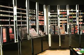 m a c pro s are a line of cutting edge performance tested s developed exclusively for professional makeup artists consisting of more than