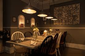 vintage italian barcelona style dining. Dinnertable Vintage Italian Barcelona Style Dining