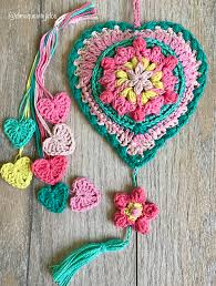 Crochet mandalas, gorgeous circle patterns are just now too much raging out in the crochet world and here is another make these lovely crochet tequila mandalas for any of your decor purposes like table covers, table mats, pot holders or the gorgeous wall art pieces. Beautiful Crochet Heart Wall Hanging Pattern Knit And Crochet Daily