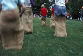 Si algo une nuestra infancia con la de nuestros hijos son los juegos tradicionales que han hecho que nos divirtamos tarde tras tarde. Cinco Juegos Tradicionales Con Indicasiones Seis Juegos Tradicionales Famosos Antes De Los Videojuegos Del Juego Tradicional En Zonas Rurales Y En Zonas Urbanas Sas Omas
