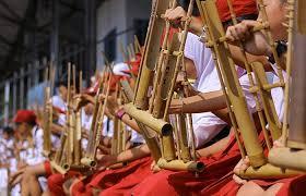 Menurut kamus besar bahasa indonesia (kbbi) , istilah pertunjukan berarti sesuatu yang dipertunjukan atau tontonan (bioskop,wayang, dan sebagainya), atau juga pameran. Angklung Pengertian Jenis Dan Sejarah Perkembangan Angklung Sunda