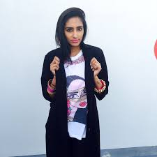 scarlet bindi south asian fashion and travel blog by neha oberoi pinked indian accessories and a black trench coat