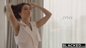 Hot Jynx Mazes moans with pleasure while serving BBC Analdin