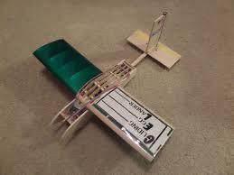 picture of gliding egg lander balsa wood plane