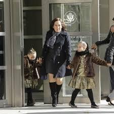 El Chapo sonrió y saludó a Emma Coronel y a sus hijas