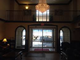 comfort suites newark chandelier
