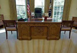 the oval office desk. Secrets Of The Oval Office\u0027s Resolute Desk, Used By Every Oval Office Desk E