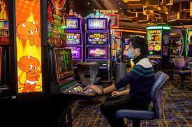Slot machines still star performers at Nevada casinos | Las Vegas  Review-Journal