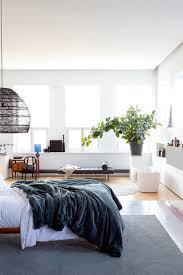 Slaapkamer Met Open Badkamer En Zwarte Rotan Hanglamp Shopinstijl