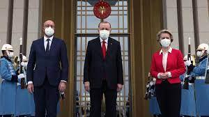 Von der Leyen auf dem Sofa: Treffen auf Augenhöhe in Ankara? - ZDFheute