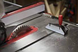 using a table saw to cut plexiglass