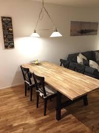 Lange Tafel - Der große Esstisch aus Holz bietet Platz für viele ...