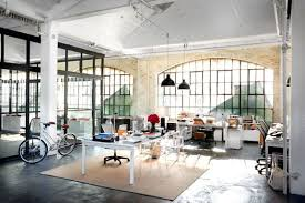 Warehouse office space Amazing Dream Office Space Alert Jules Start Up Warehouse Office For Atf In The Movie The Intern Printleader Set Design The Intern Theintern Nyctravelguide Pinterest