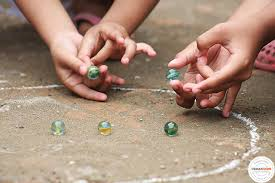 Hasil gambar untuk anak bermain kelereng