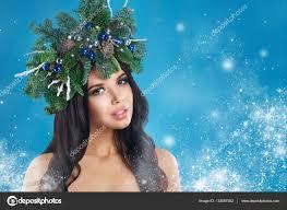 クリスマス女性美しい新年とクリスマス ツリー休日ヘアスタイルと