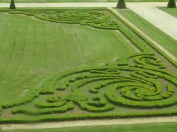 French Parterre Garden Design How Designers Are Using Topiary Knots And Parterres Jardin