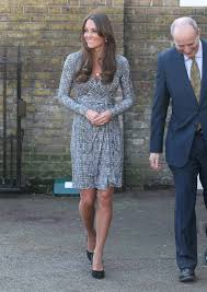 Like most things the duchess wears, the diane von furstenberg wrap dress she wore touring australia's blue in fact, just about everything the duchess has worn on her tour down under has sold out, from the tory burch dress she wore in new zealand to an erdem. Pictures Of Pregnant Kate Middleton In Wrap Dress Popsugar Family
