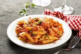 макароны с фаршем и грибами в томатном соусе