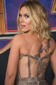 скарлетт йоханссон показала новые татуировки в откровенном платье