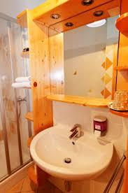 Bad Badezimmer Doppelzimmer Zimmer Unterkunft Hotelzimmer Dusche Wc