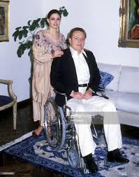Publisher Larry Flynt and wife Althea Leasure on March 11, 1979 pose...  Foto di attualità - Getty Images