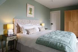 Er holt ihnen natürlichen flair ins schlafzimmer und überzeugt mit schlichten farben. Moderne Schlafzimmer Farben 2019 Neueste Trends Und 20 Schone Ideen Dekoration Ideen Schlafzimmer Farben Schlafzimmer Farbschemata Zimmer Farben