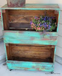 29 ways to decorate with wooden crates usefuldiyprojects com decor ideas 18