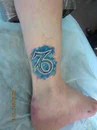 татуировка на голени у девушки знак зодиака козерог фото