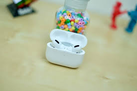 Airpod Case White Light Apple Airpods The Very Best Tips And Tricks For Your