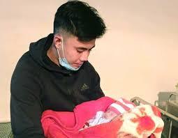 Bé gái sơ sinh bị bỏ rơi trong đêm giá rét kèm lá thư nhờ nuôi hộ -  VietNamNet