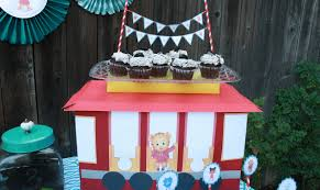Trolley Box Dessert Stand Crafts For Kids Pbs Kids For Parents