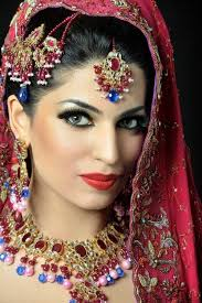 indain bridal makeup 2016 for parties beautiful eyebrow style nice eye liner and beautiful eye makeup matching to blouse color and beautifu
