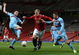 A shot on target from a manchester united player to equalise in the 88th minute. 4ogh1d Hia Zvm
