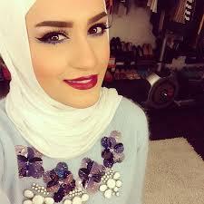 dalal aldoub taking selfie in closet