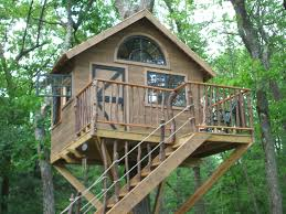 Decorations:Excellent Simple Kids Treehouse Designs With Wooden Wall And  Oak Fence Stair Idea Excellent