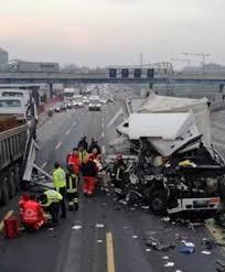 Maxi incidente tra camion e furgoni sulla A4 in direzione ...