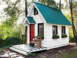 tiny house movement. Courtesy HGTV Tiny House Movement