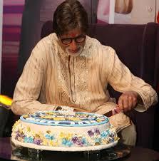 Jihxxhc Wz Ud Amitabh Bachchan Cutting His Th Birthday Cake At - Amitabh bachchan house interior photos