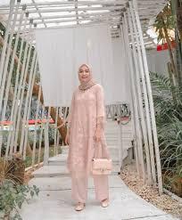Tapi biasanya nggak dijahit model kebaya. 25 Ide Baju Kondangan Simple Hijab Yang Oke